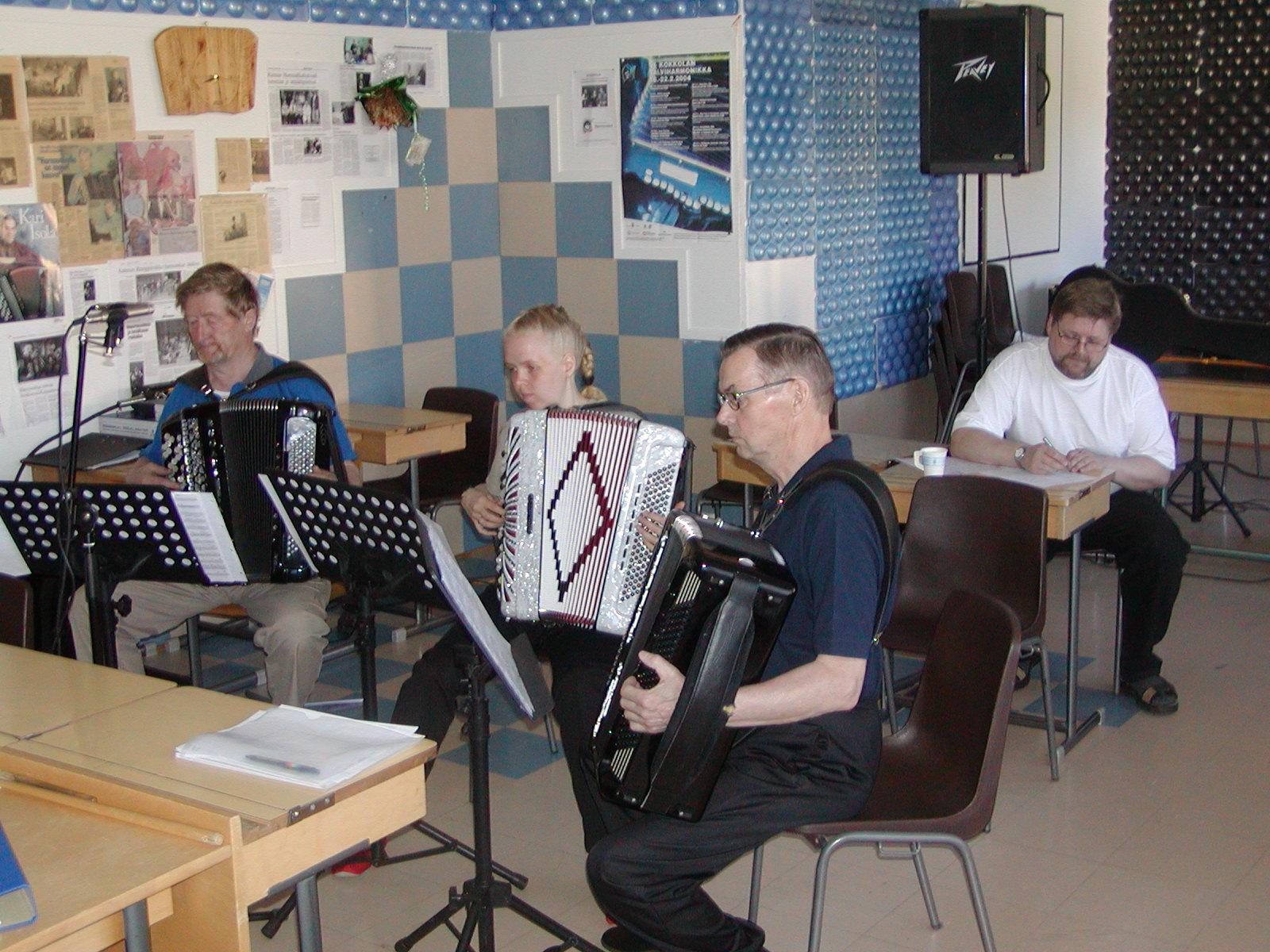 Haaveita Harmonikalla-äänitteen harjoitus Nurmikadulla