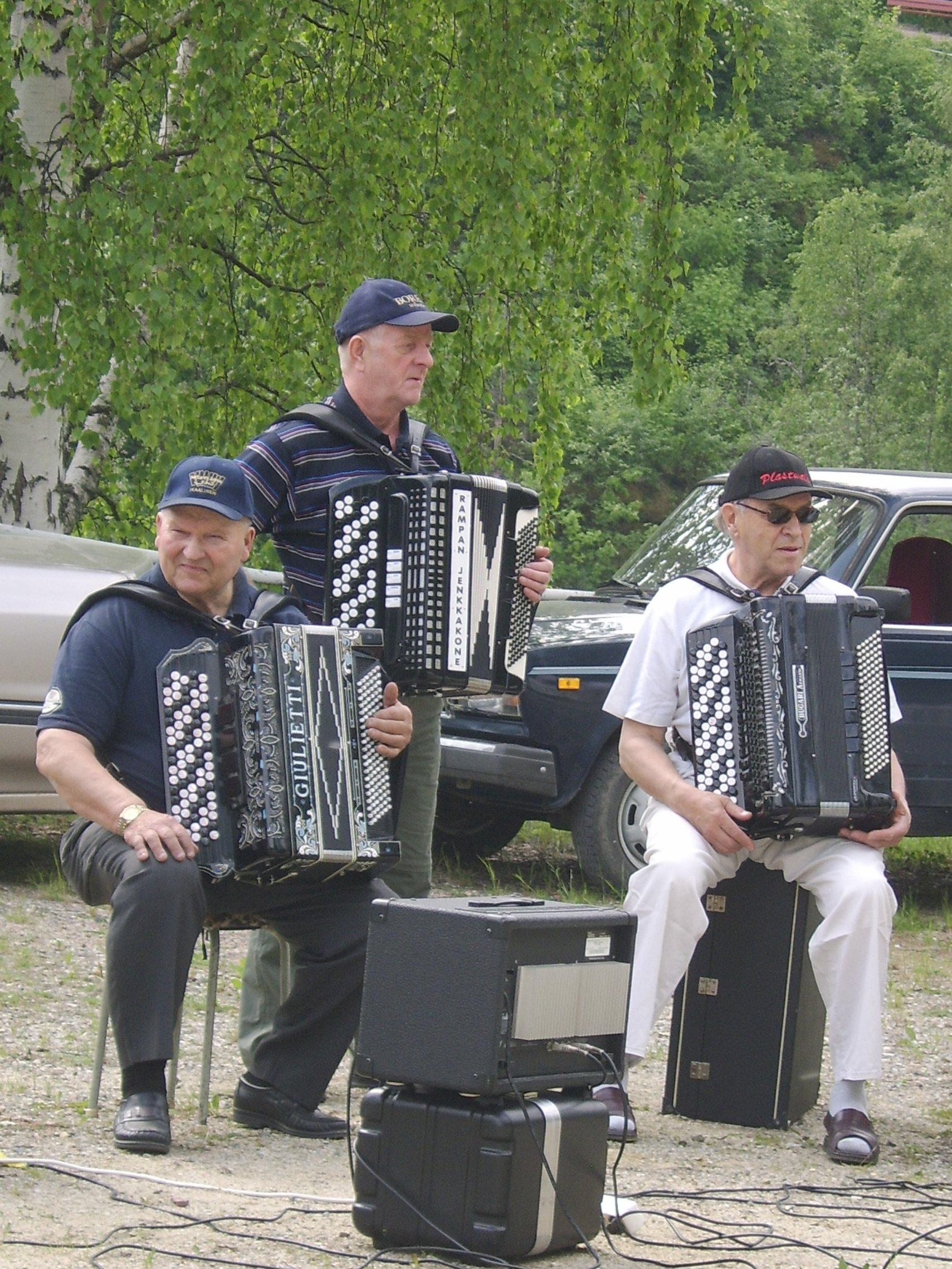 Tervansoutunäytöksen pelimanneja Sulo, Raimo ja Pertti