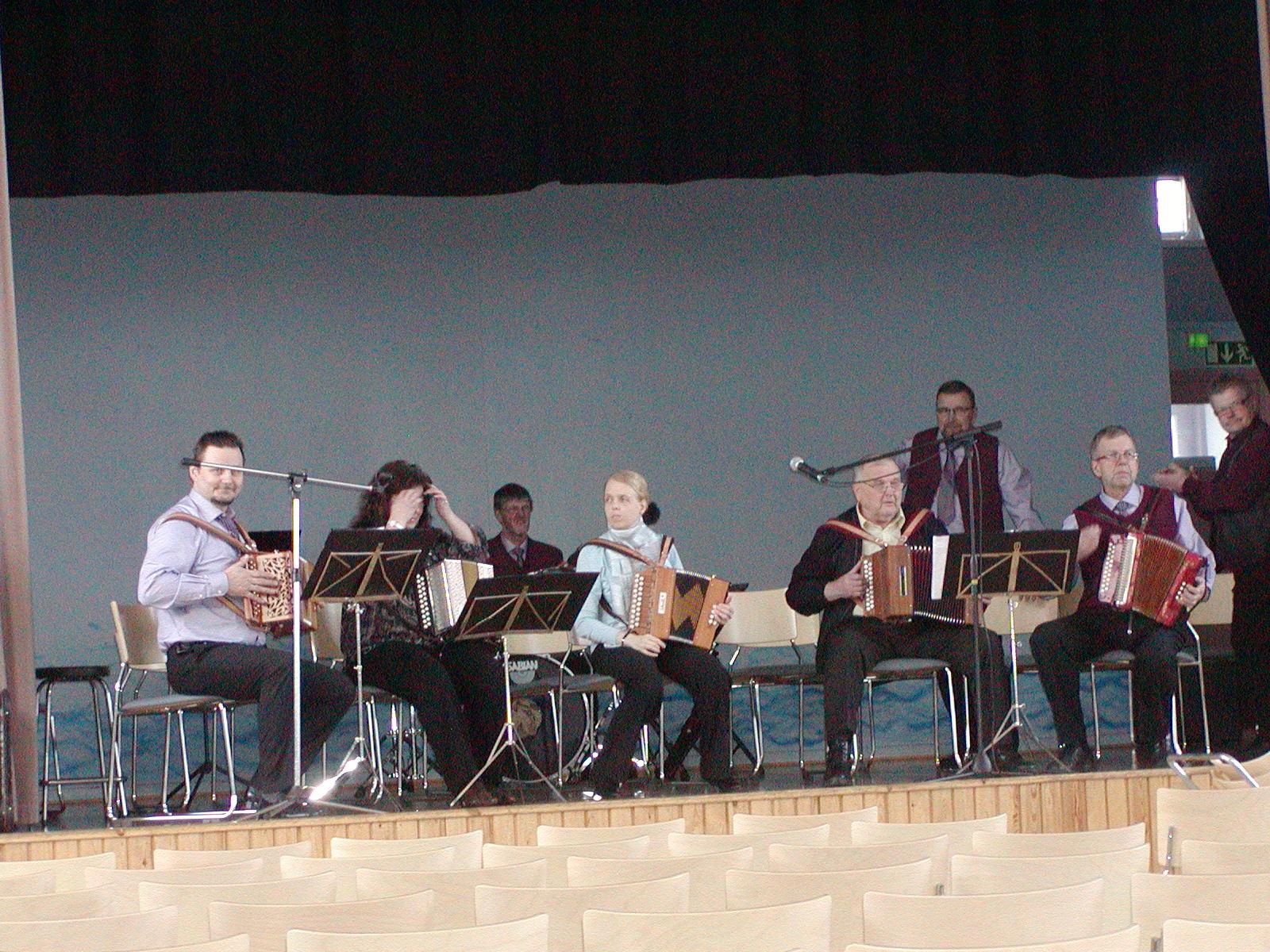 Sotkamon kansanmusiikkikonsertti, Kajaanin kaksiriviset